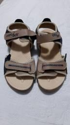 Sandália tamanho 30 nunca foi usada
