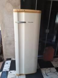 Geladeira Electrolux 370 Lt  entrego