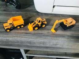 Três Mini-Máquinas de Construção Civil