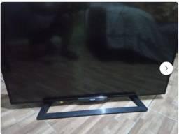 R$ 150 TV Philco 43pol. com tela trincada