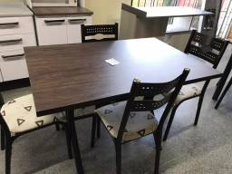 Mesa base de ferro com 4 cadeiras