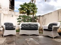 Conjunto sofá e poltronas