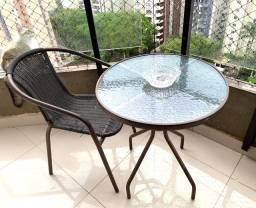 Mesa e uma cadeira pra varanda