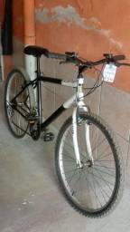Vendo uma bicicleta caloi Aro 26 semi-nova.