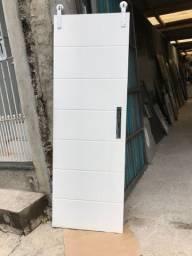 Porta de madeira com kit Roldana