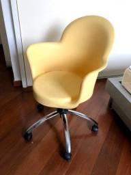 Cadeira de Rodinha Amarela