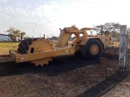 Rolo compactador Caterpillar 621C pé de carneiro