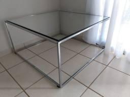 Mesa de vidro e alumínio