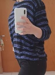 sweater azul e preto