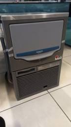 Maquina de gelo  em cubo 41 k - Vendedora Leila