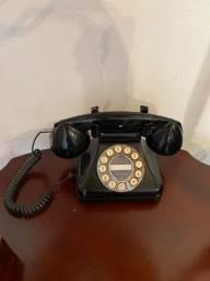Telefone antigo para decoração
