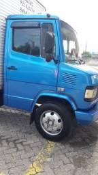 Caminhão 710 99