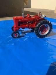 Miniatura Farmall Super M 1:16