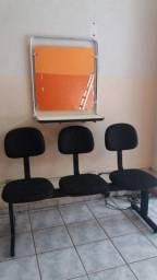 Bancada com espelho e cadeira com 3 assentos