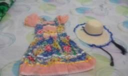 Vestido e chapéu de festa junina