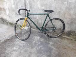 Bike Caloi 10 mais uma caixinha de som pequena com bluetooth e entrada usb
