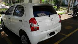 Vendo Toyota Etios Hatch