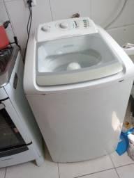 Máquina de lavar Electrolux em pleno funcionamento