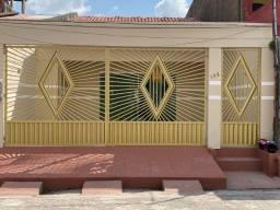 Alugo casa com 3 quartos na pedreira R$ 1.110,00