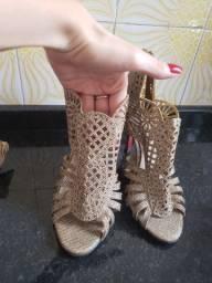 Sapato alto de festa