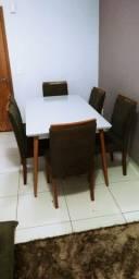 Mesa tampo de vidro com 6 cadeiras