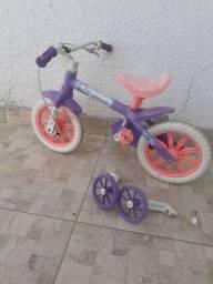 Bicicleta aro 12 com rodinhas