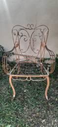 Cadeira antiga de ferro de varanda modelo folhinha