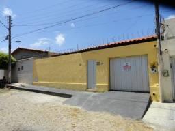 CA0022 - Casa com 3 quartos para alugar, 180 m² por R$ 1.600/mês - Edson Queiroz