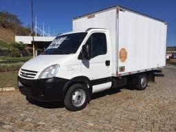 Caminhão Baú-> Fretes e Mudanças