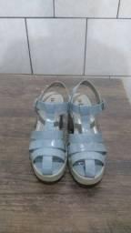 Sandália azul plástico em.otimo estado só 25 reais