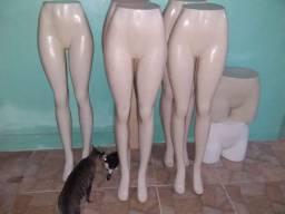 Vendo 5 manequins grandes e 2 pequenos tudo por 300 reais semi novo