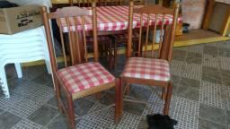 Mesa com 4 cadeiras usada