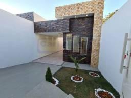 Casa linda com suíte, jardim lindo e pisos em porcelanato.