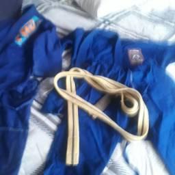 Kimono trançado M2 é M3 de Jiu Jitsu seminovo