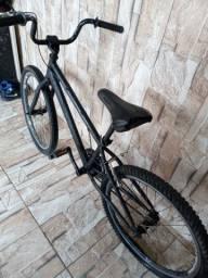 Bicicleta pretinha, 200rs  preço a negociar