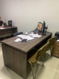 2 (duas) Mesas de escritório