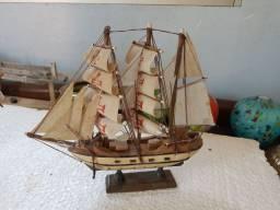 Barco Navio Caravela portuguesa  Em Madeira Miniatura