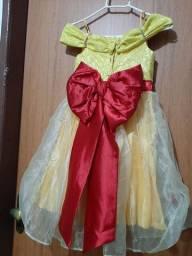 Vestido p ara festa. Pode ser usado como fantasia da Bela da Bela e a Fera.