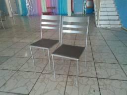 Cadeiras de Ferro e Fogão Industrial