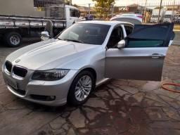 BMW 320i - ano: 2010 - completa c/teto solar