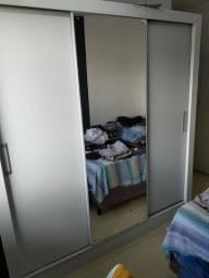 Guarda-roupa - 3 portas com espelho