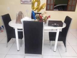 Mesa com 4 cadeiras poltrona mesa em ótimo estado
