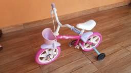 Vendo uma bicicleta infantil feminina aro 12