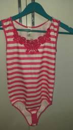Body rosa e branco com detalhe