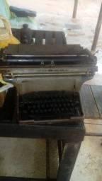 Maquima de escrever antiga