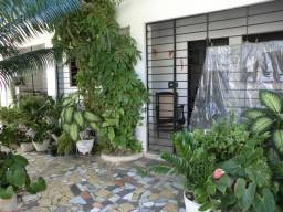 Casa solta, com 02 qts, nascente e toda gradeada em Rio Doce/Olinda