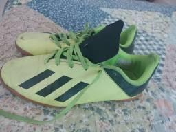 Chuteira Adidas Original tamanho 33