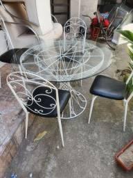 Mesa com vidro e 4 cadeiras