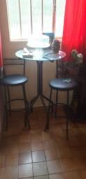 Mesa de Canto redonda com 2 Cadeiras