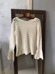 Blusa de crochê com manga flare